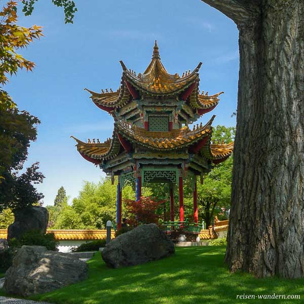 Sechseckiger Pavillon im Chinagarten in Zürich