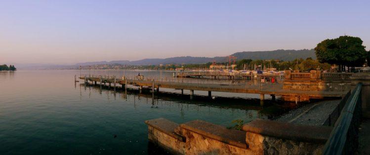 Uferpromenade in Zürich mit Blick auf den Zürichsee