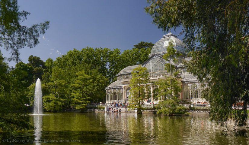 Palacio de Cristal im Retiro Park in Madrid