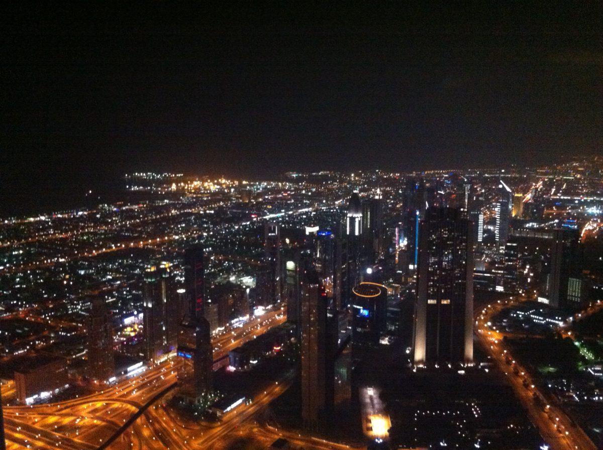 Dubai bei Nacht, vom Burj Khalifa aus gesehen.