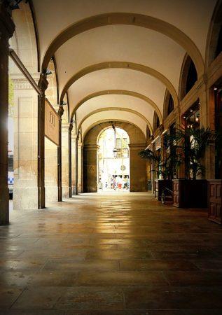 Barcelona - La Rambla - Placa Reial - Durchgang