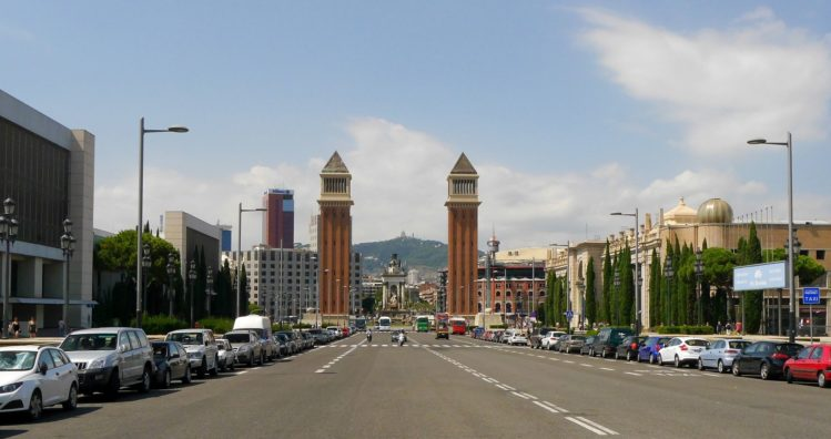 Avenue Reina Maria Christina in Barcelona