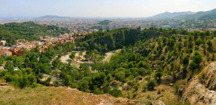 Blick auf den Park El Coll von der Oberkante des Steinbruch