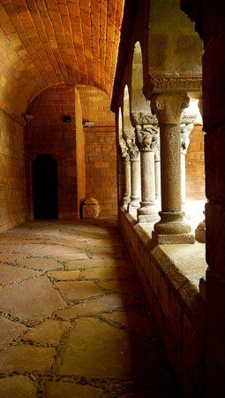 Seitengang im Kloster im Poble Espanyol in Barcelona