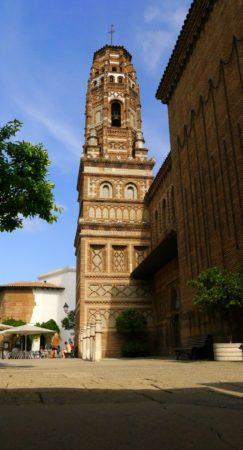 Mudejar Kirchturm im Poble Espanyol in Barcelona