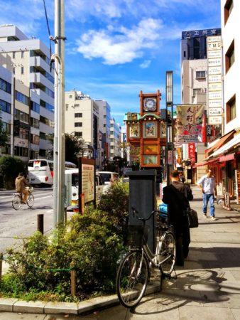 Alte Straßenuhr in Nihombashi in Tokio