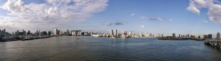 Panorama von Tokio von der Rainbow Bridge in Odaiba