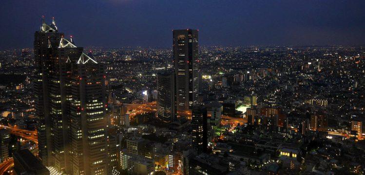 Panorama von Tokio bei Nacht vom Rathhaus von Tokio