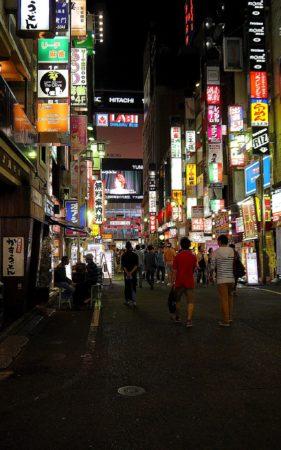 Vergnügungsviertel Kabukicho in Shinjuku in Tokio