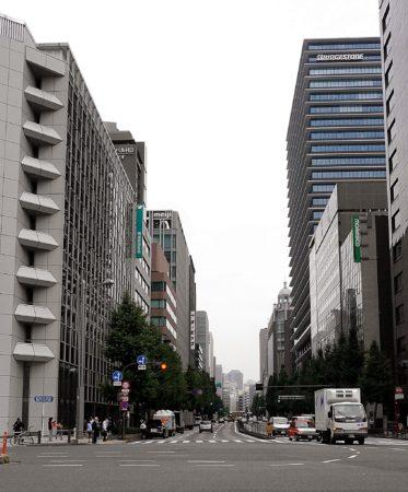 Straße in der Nähe des Hauptbahnhofes von Tokyo in Marunouchi
