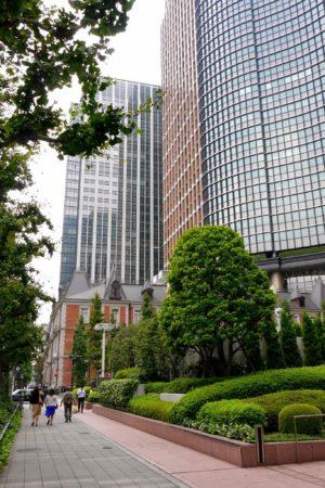 Kolonialbau von Mitsubishi vor Hochhäusern in Marunouchi in Tokio