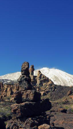 Verschneiter Teide hinter Felsmassiv Roques de Garcia