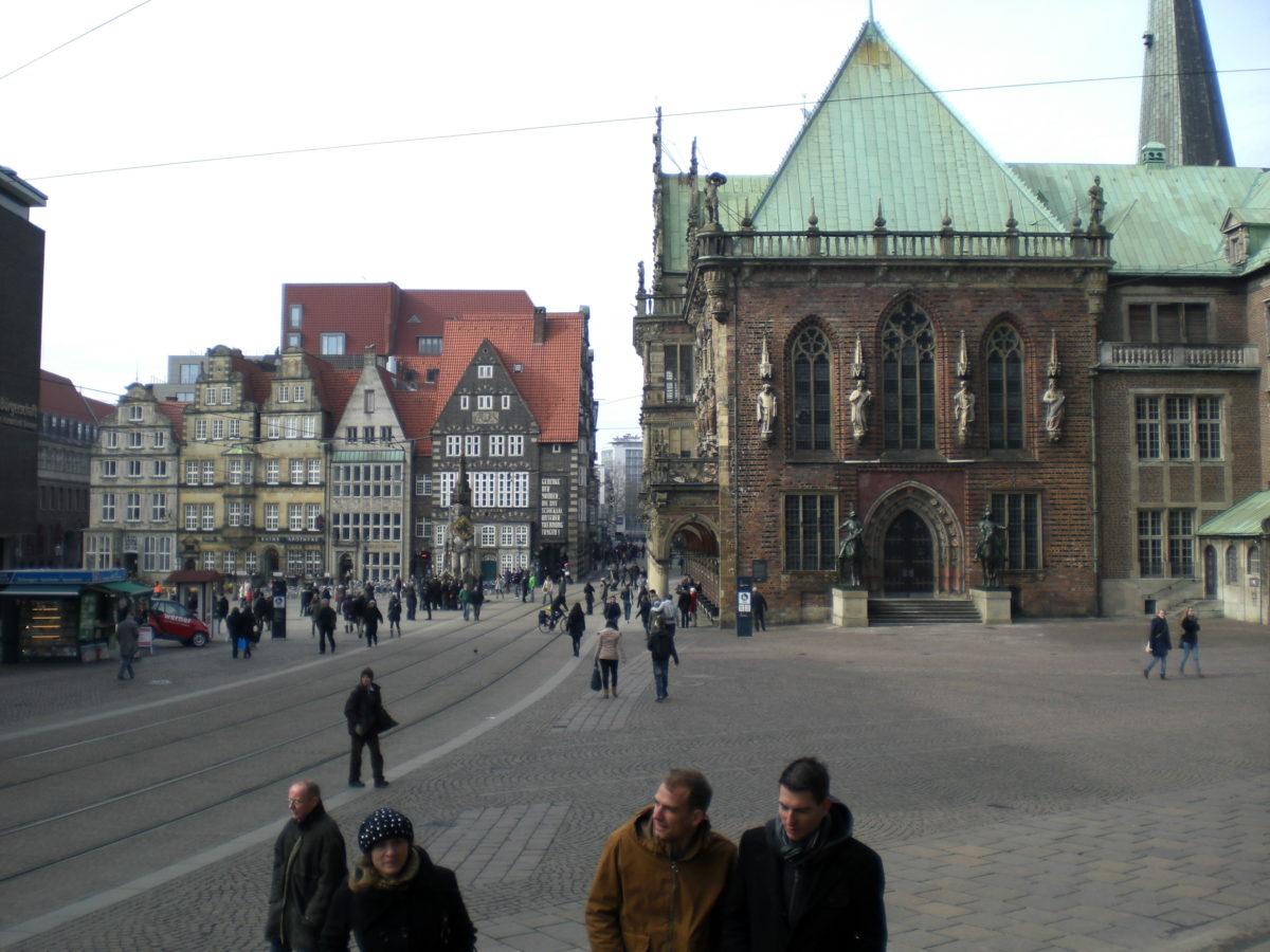 Blick auf dem Bremer Marktplatz in der winzigen Altstadt, mitsamt Rathaus. Sehr charmante Ecke von der Hansestadt!