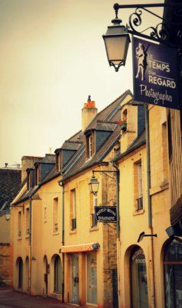 Alte Häuserfront in Bayeux