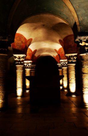 Säulengewölbe in einer Gruft