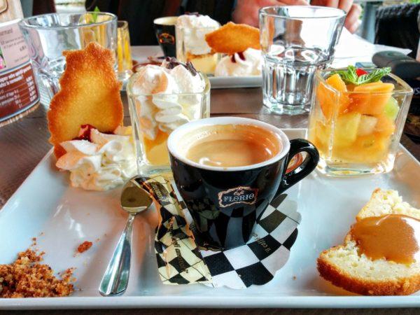 Snack mit Kaffee und Gebäck