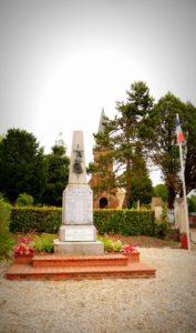 Gedenktafel an der Kirche von Beuvron-en-Auge in Frankreich