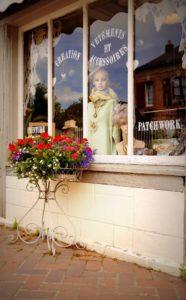Kleines Geschäft für Mode und Accessoires in Beuvron-en-Auge in Frankreich