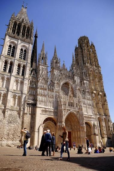 Die Vorderseite der Kathedrale von Rouen, fand ich besonders imposant. Diese dient auch als Leinwand für eine Lichtershow, welche in den Sommermonaten hier statt findet. - Weitere Bilder findest du HIER in meiner Bildergalerie