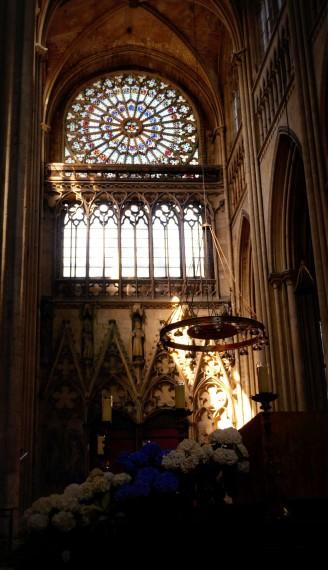 Altar mit Kronleuchter