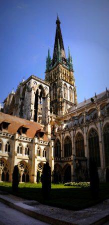 Seitenansicht der Kathedrale von Rouen