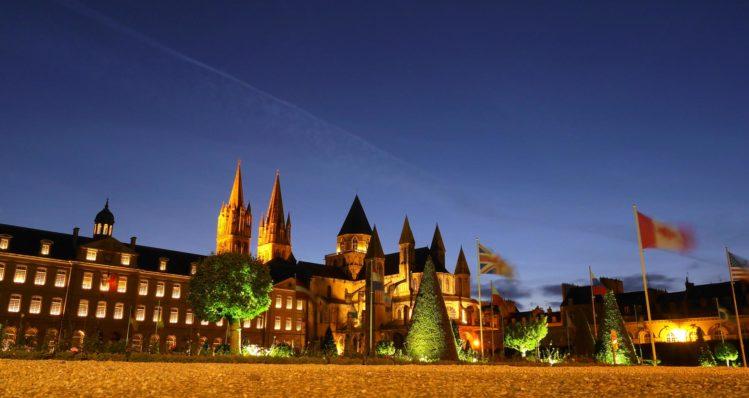 Männerabtei Saint-Etienne in Caen bei Nacht