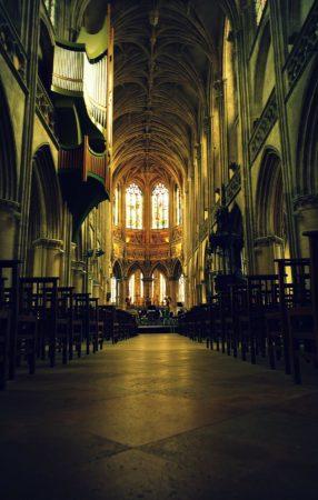 Hauptschiff der Kirche Saint Pierre in Caen
