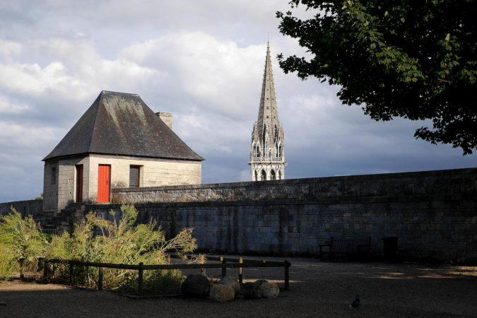Turmspitze von der Kirche Saint Pierre von der Burg in Caen