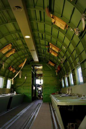 Innenraum einer Douglas C-47 aus dem 2. Weltkrieg