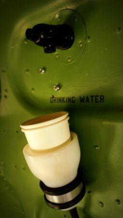 Wasserspender in einer Douglas C-47