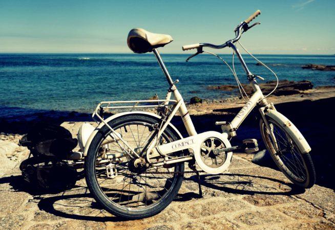 Altes Fahrrad am Meer