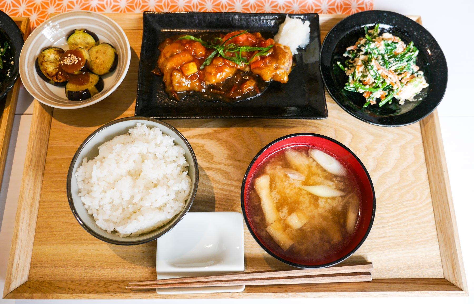 kochen bei einer japanischen familie in tokio cook at home. Black Bedroom Furniture Sets. Home Design Ideas