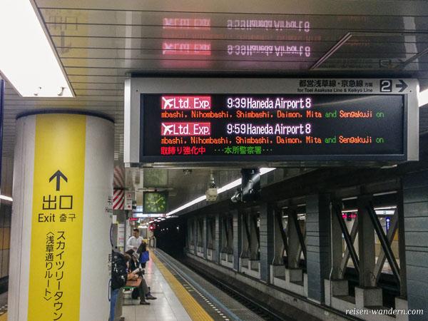 Anzeige U-Bahn Linie Flughafen in Tokio