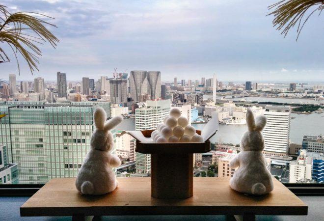 Plüschhasen im WTC in Tokio