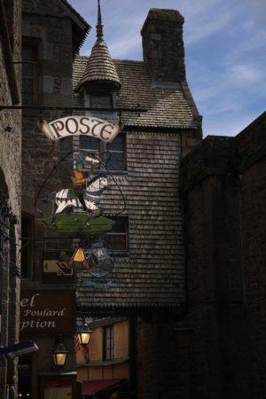 Altes Postschild in Le Mont-Saint-Michel