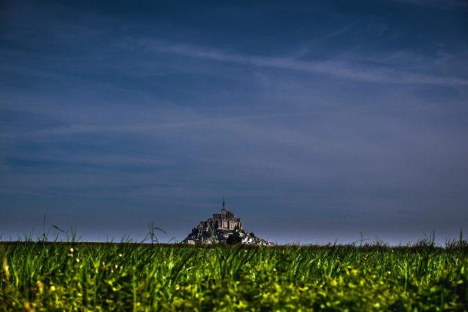 Le Mont-Saint-Michel aus der Ferne