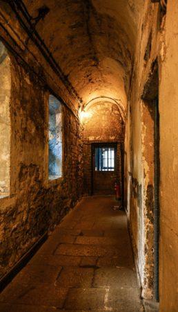 Alter Gang im Kilmainham Gefängnis in Dublin