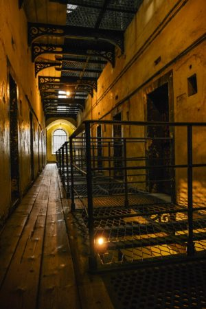 Zellentrakt im Kilmainham Gefängnis in Dublin