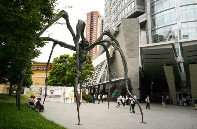 Spinne vor dem Eingang der Roppongi Hills