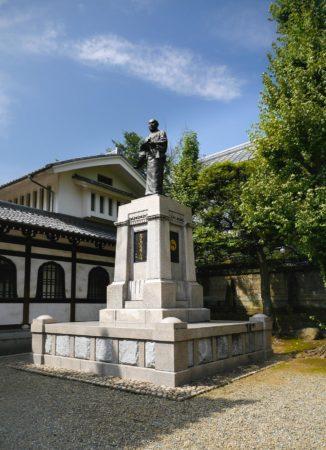 Statue beim Sengakuji Tempel in Shinagawa