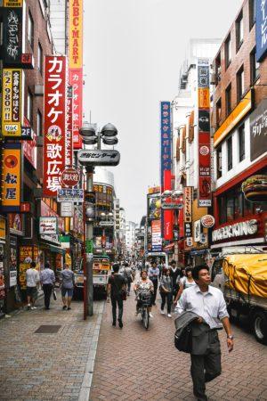 Seitenstraße an der Kreuzung Shibuya 109