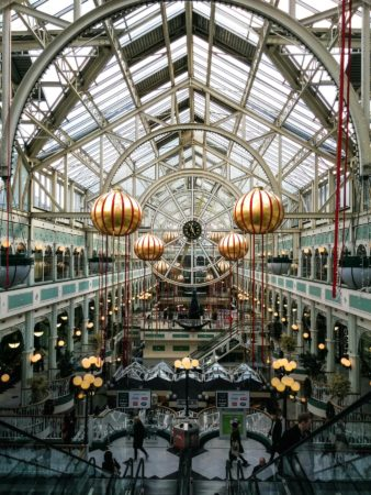 Im Inneren des Stephen's Green Shopping Centre