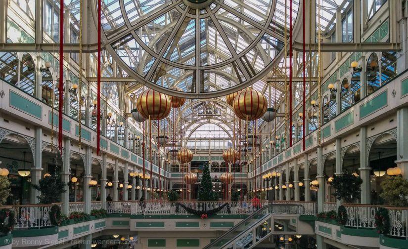 Innenansicht des Kaufhauses St. Patricks Green in Dublin