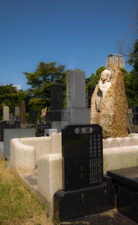 Buddhastatue auf dem Aoyama Friedhof