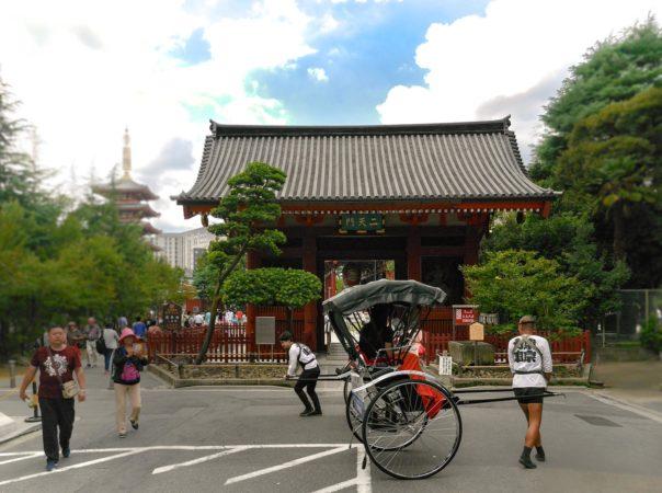 Rikschafahrer vor dem Sensoji Tempel