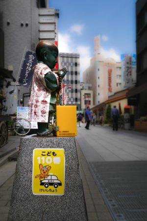 Kleiner Buddha mit Spendenbox