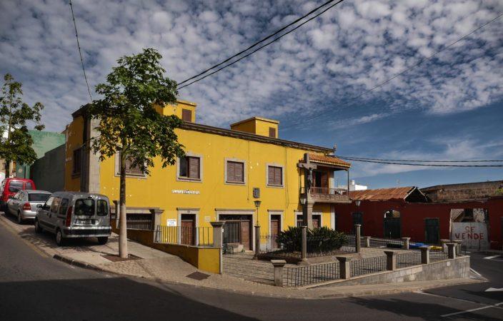 Gelbes Kirchengemeindehaus in Galdar