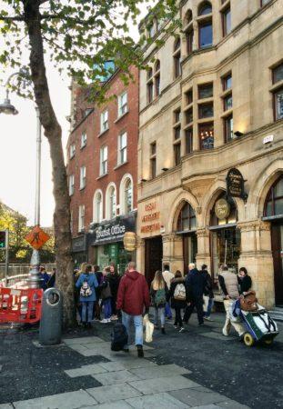 Eingang Whiskeymuseum in Dublin