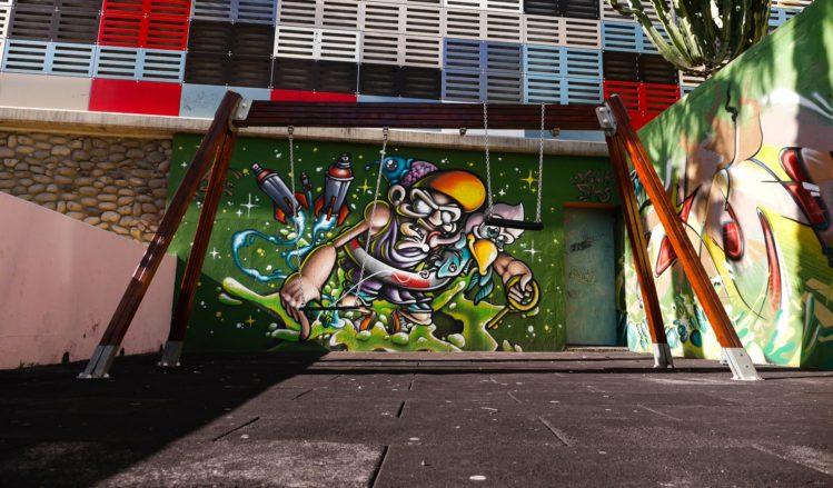 Graffiti auf einem Spieplatz