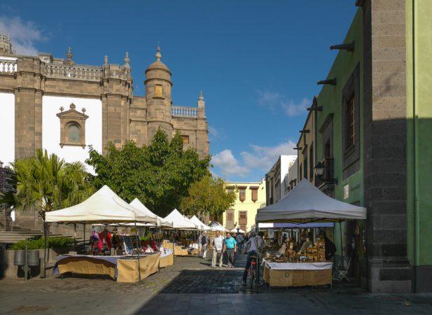 Markt bei der Kathedrale Santa Ana